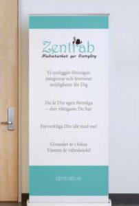 Zentrab roll-up med budskap